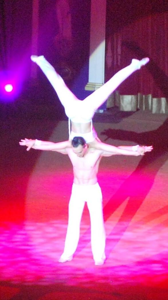 main à main duo spectacle cabaret cirque acrobates lille nord hauts de france