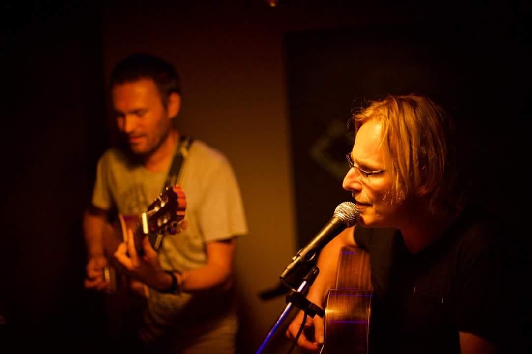 Guitaristes chanteurs pour concerts et évènements sur lille et belgique